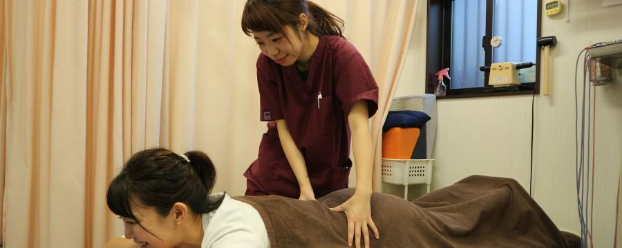 女性施術師・腰の施術